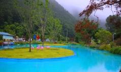 [삼척] 미로정원...운동장서 카누타고 수영도 즐길 수 있는 신비로운 공원