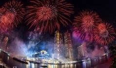 [태국] 강변 따라 25,000개의 환경친화적인 불꽃놀이 전개