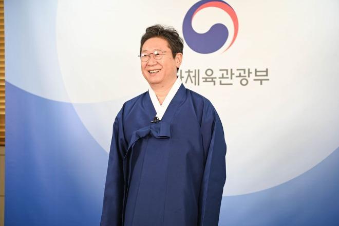한복을 입은 문체부 황희 장관.jpg