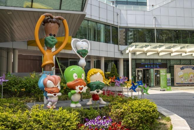 09(1-4) 자치구명소 취재사진_도봉구_둘리뮤지엄.jpg