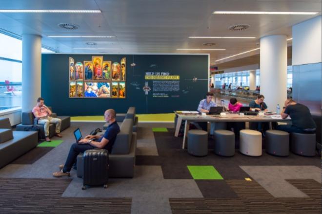 6 문화공간으로 연출된 브뤼셀 공항 내부.jpg